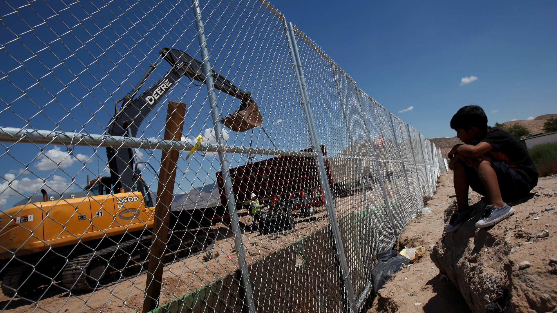 Congress looks to start building a Mexican border wall within months
