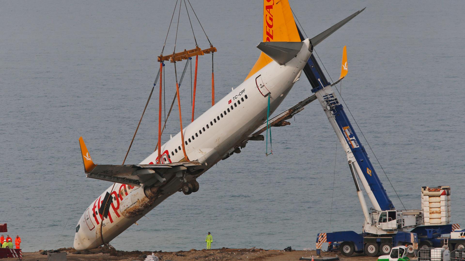 Turkey lifts plane stuck on Black Sea cliff after it skidded off runway