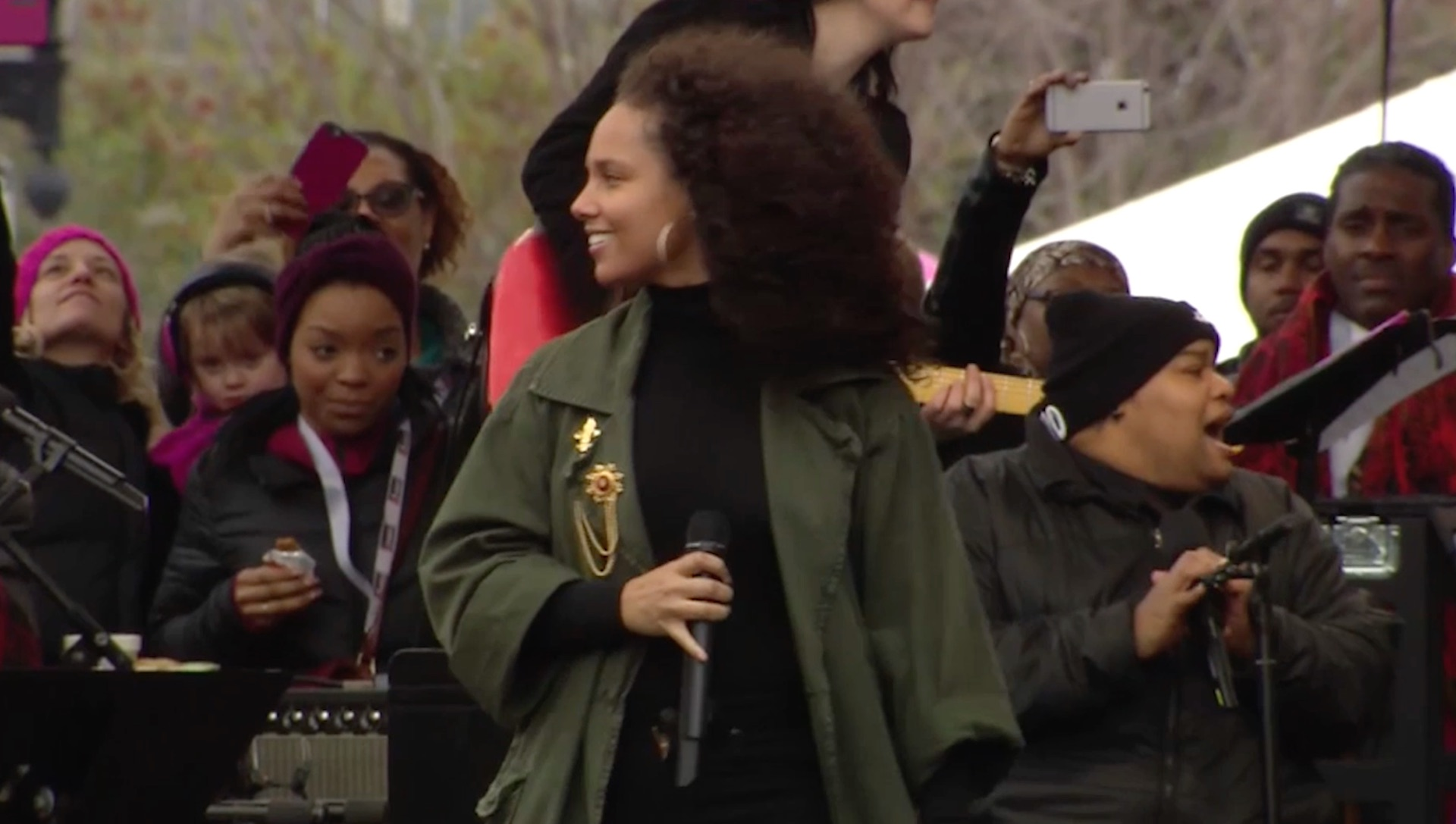 Alicia keys performs at march the washington post m4hsunfo