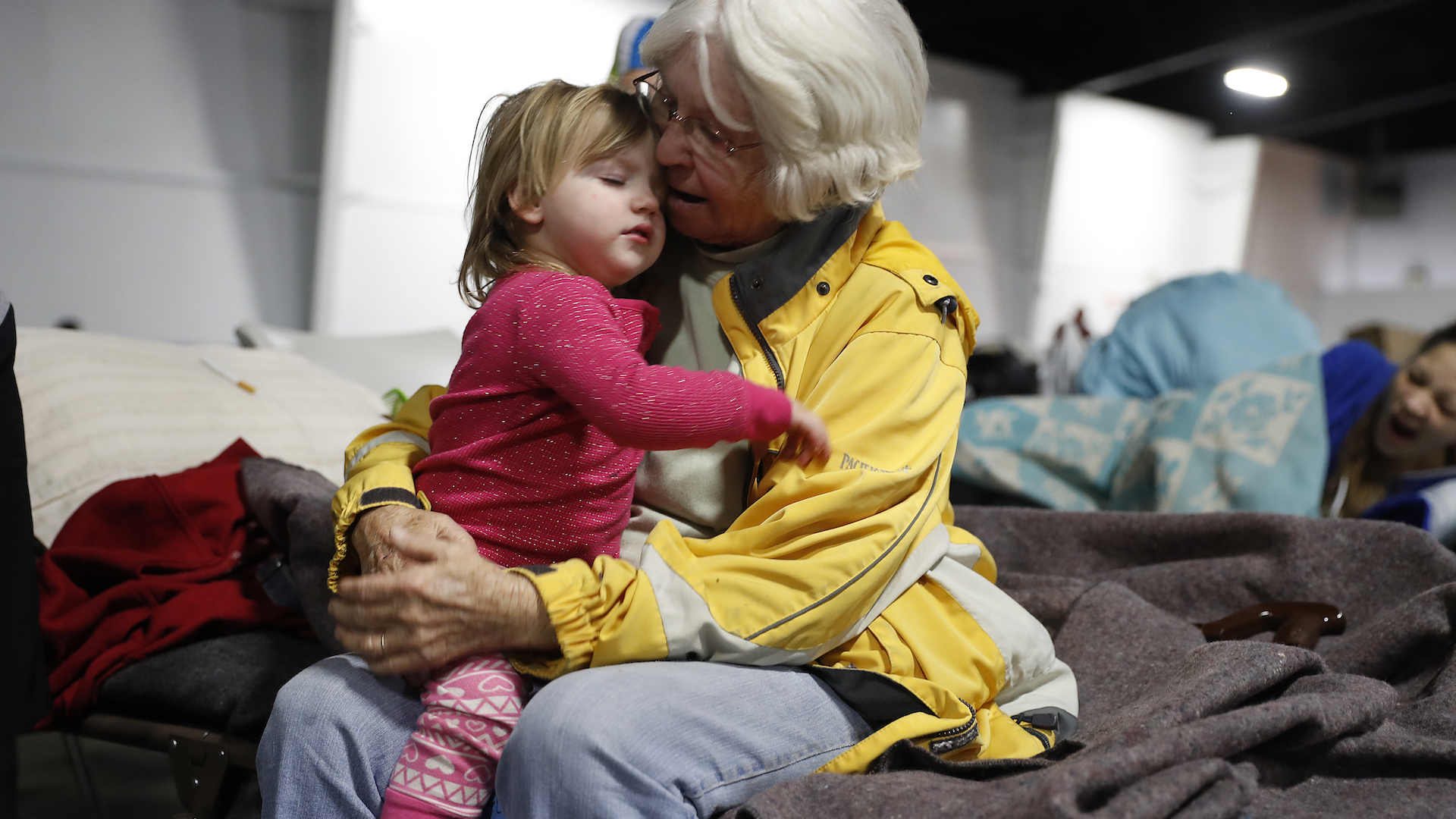 188,000 evacuated as California's massive Oroville Dam threatens catastrophic floods
