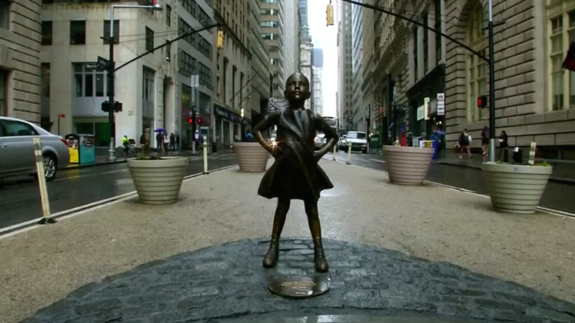 'Charging Bull' sculptor says 'Fearless Girl' distorts his art. He's fighting back.