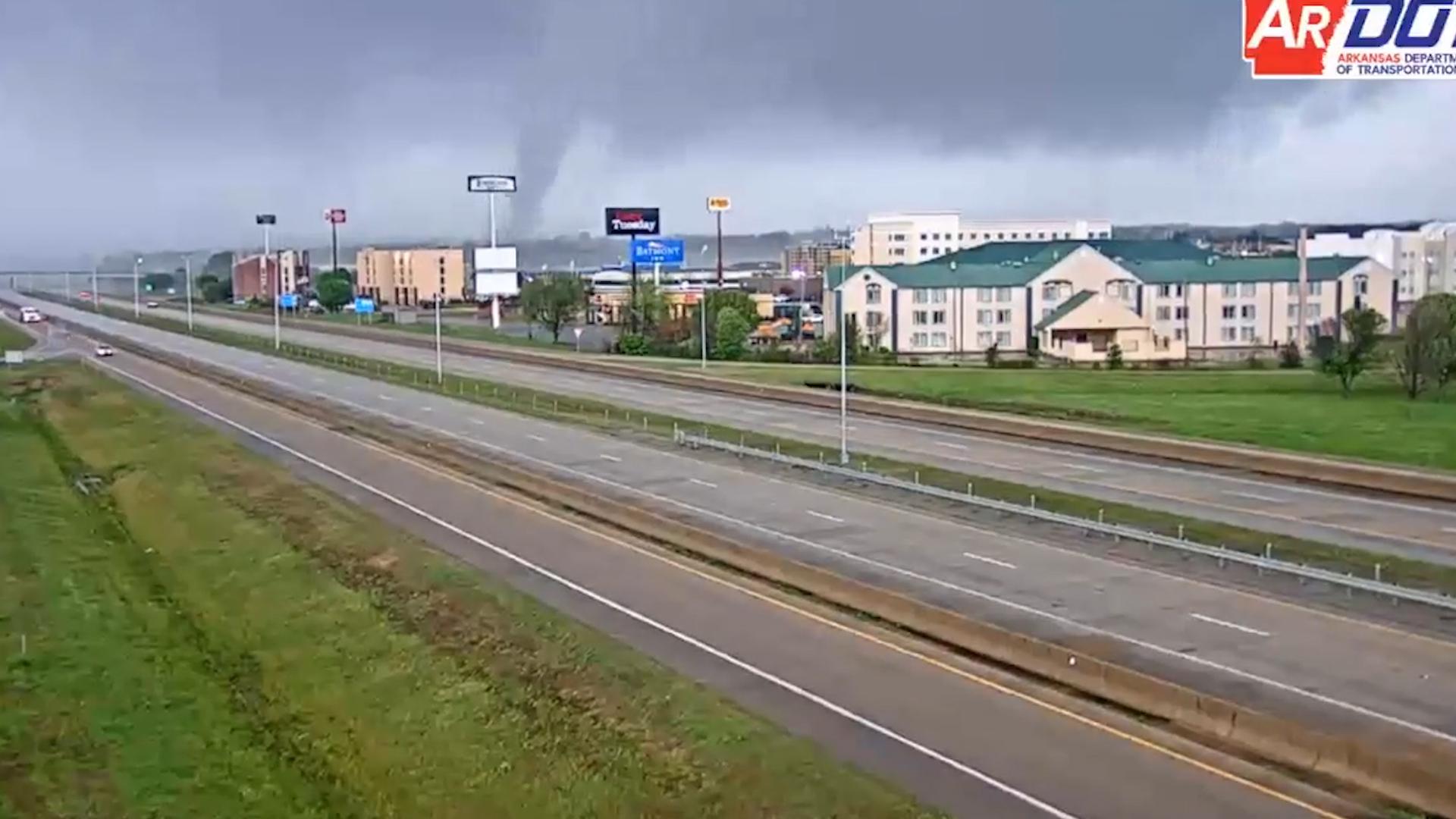 Large, destructive tornado strikes Jonesboro, Ark., leaving behind 'severe' damage