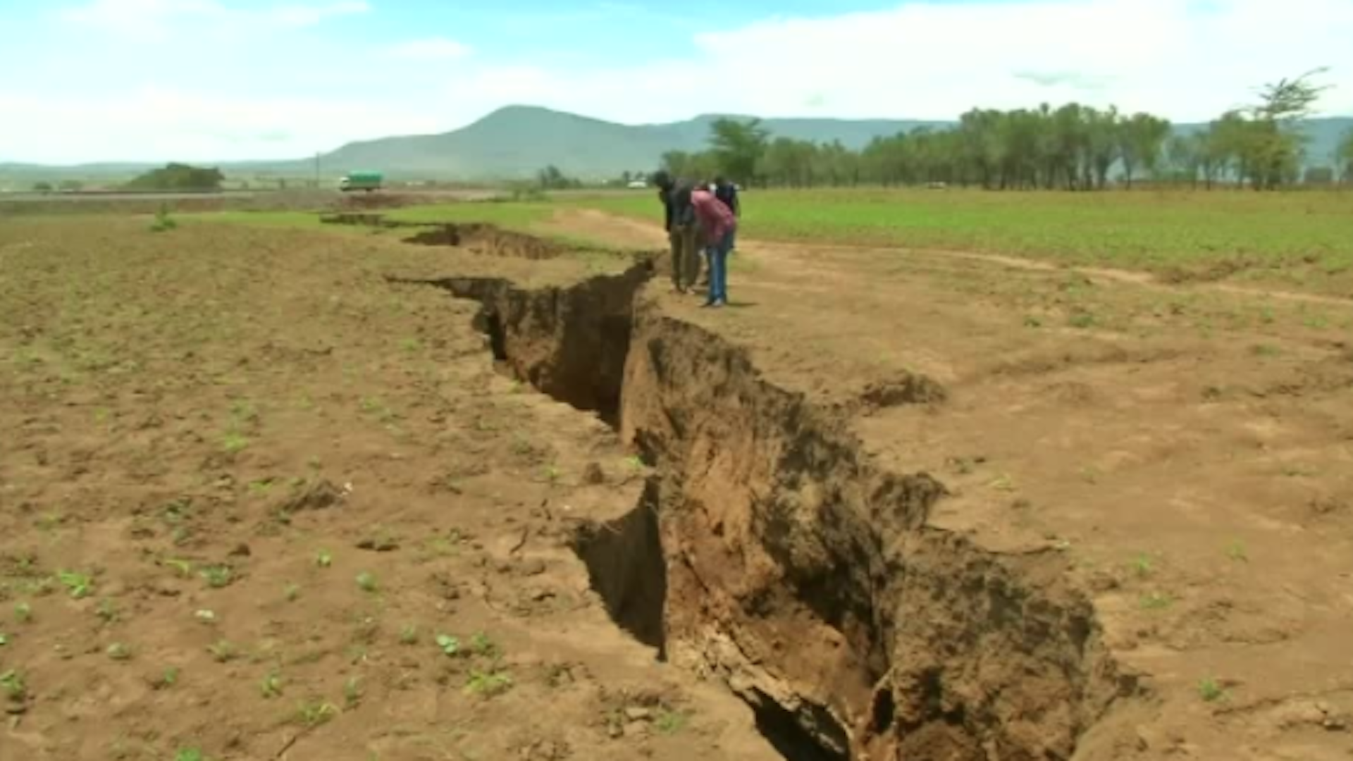 A huge crack provides evidence that Africa is slowly splitting into two