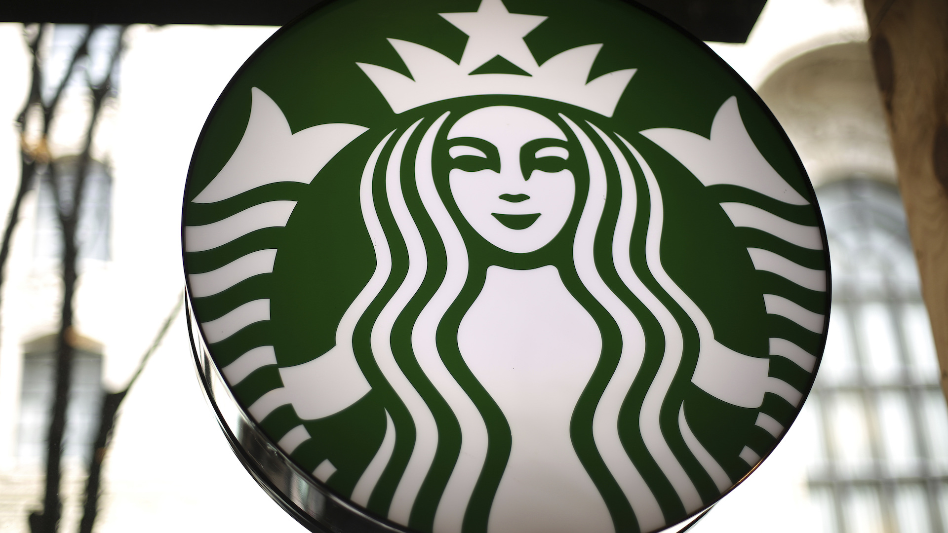 Starbucks: You don't have to buy coffee to sit in our cafes or use our restrooms