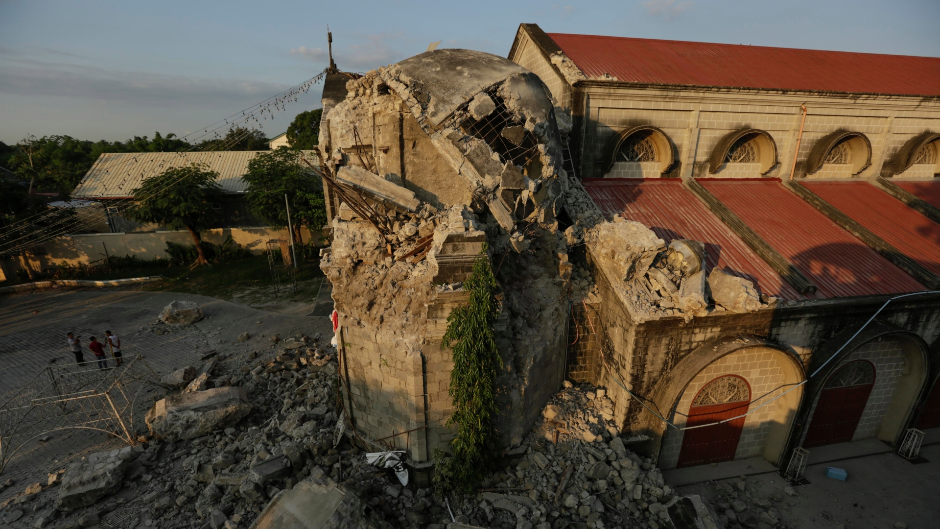 Powerful earthquake shakes Philippines, killing eight north of Manila
