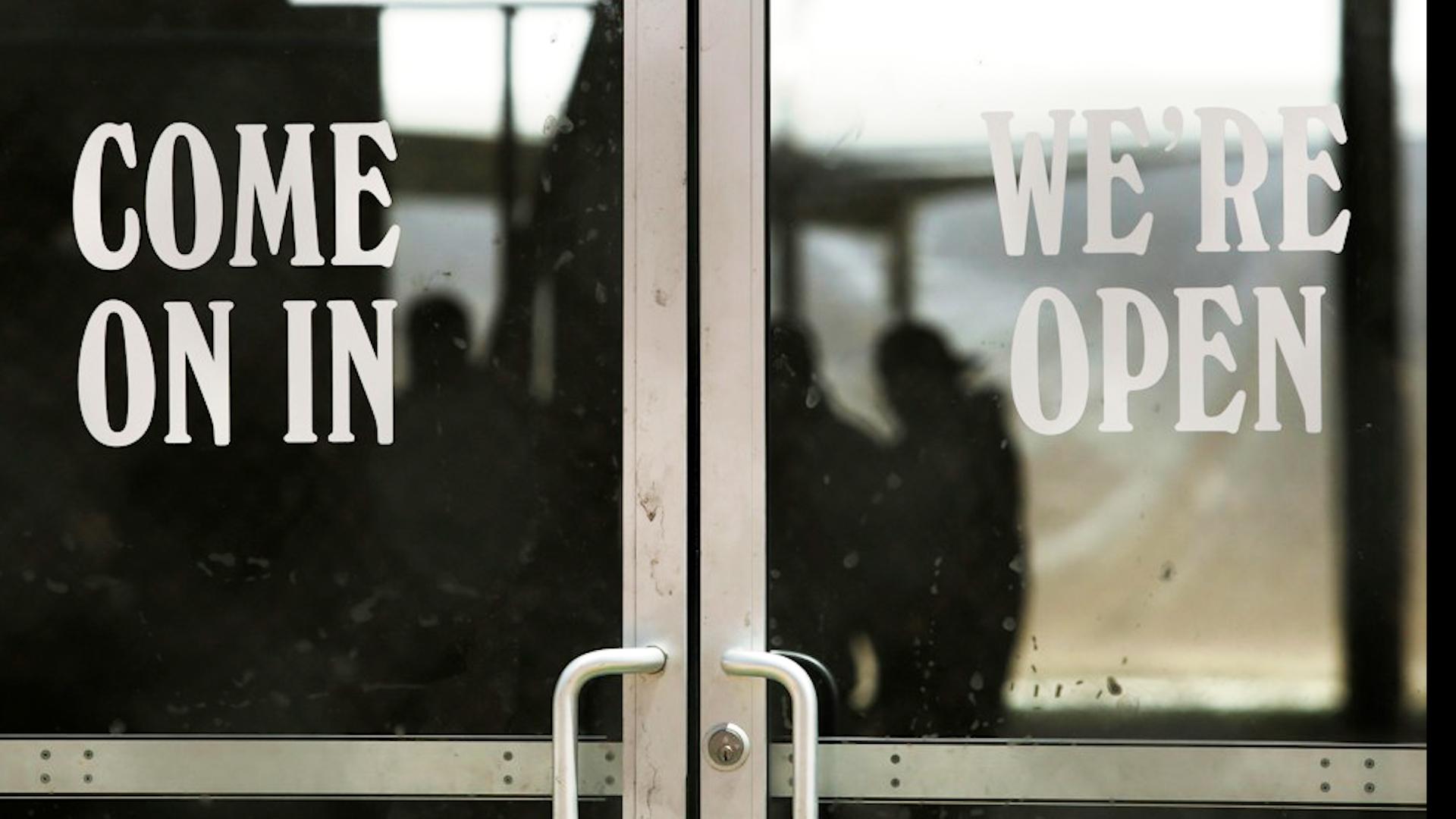 Senator intervenes at border to help Mexican family apply for asylum