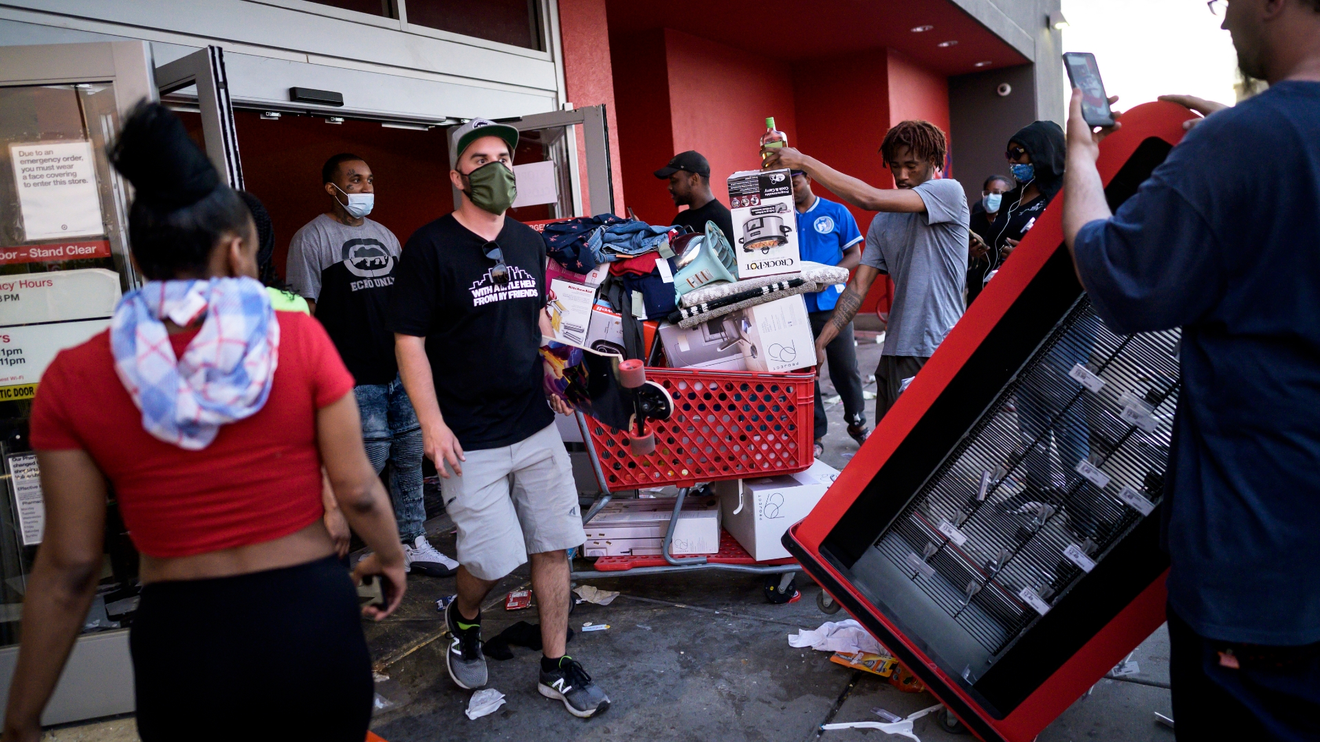 Video shows looters ransacking Minneapolis Target - The Washington ...