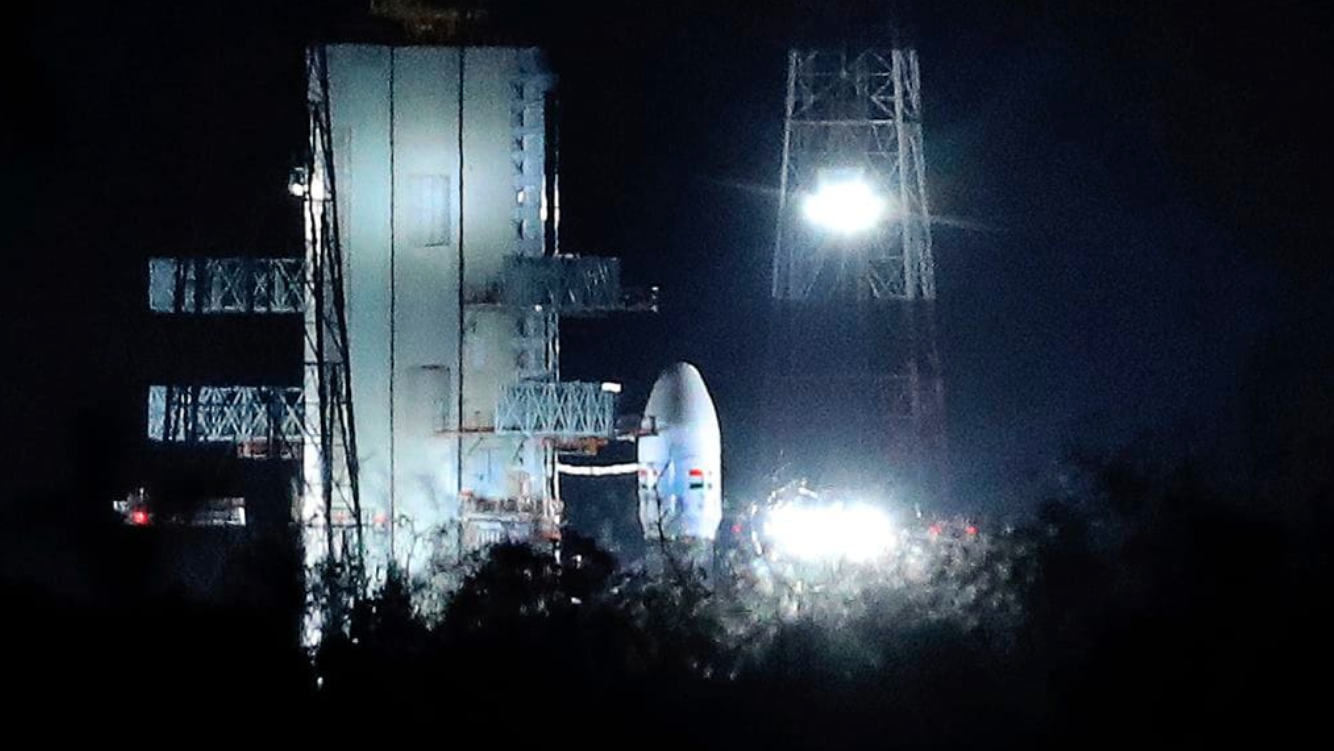 New Delhi, we have a problem: India calls off lunar mission an hour before launch