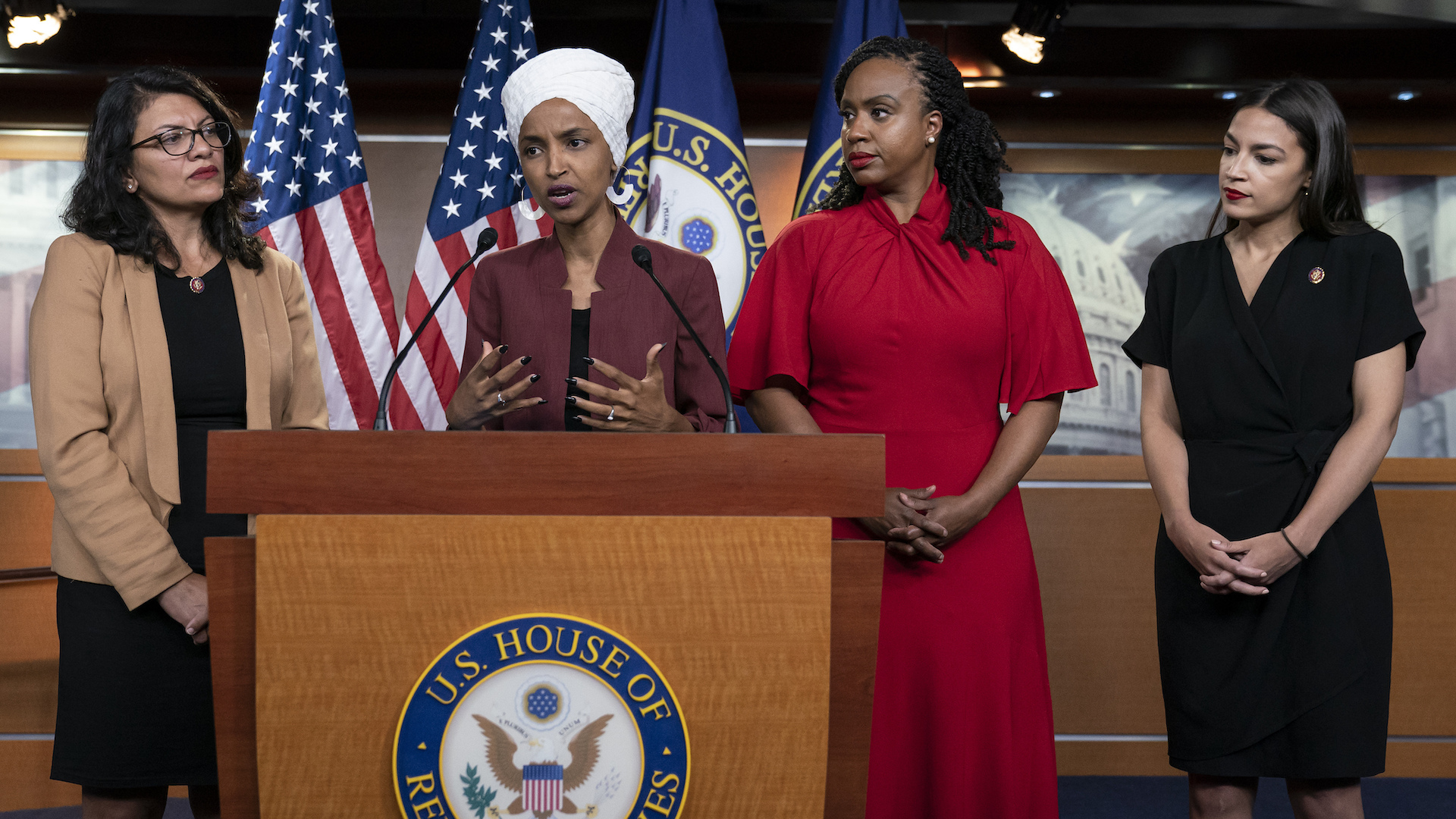 Trump calls on minority congresswomen to apologize after he said they should 'go back' to their countries