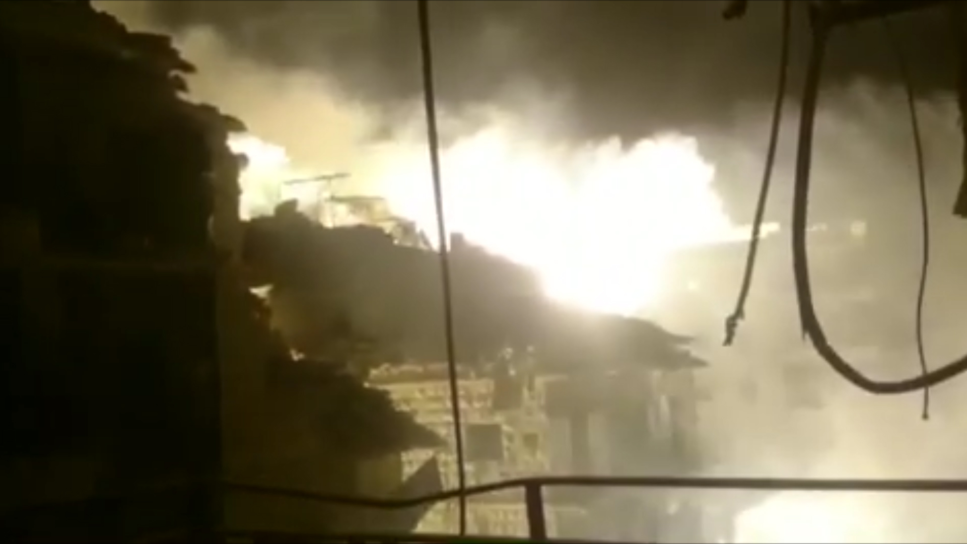 Syrian airstrikes hammer Aleppo amid expanding offensive against rebels