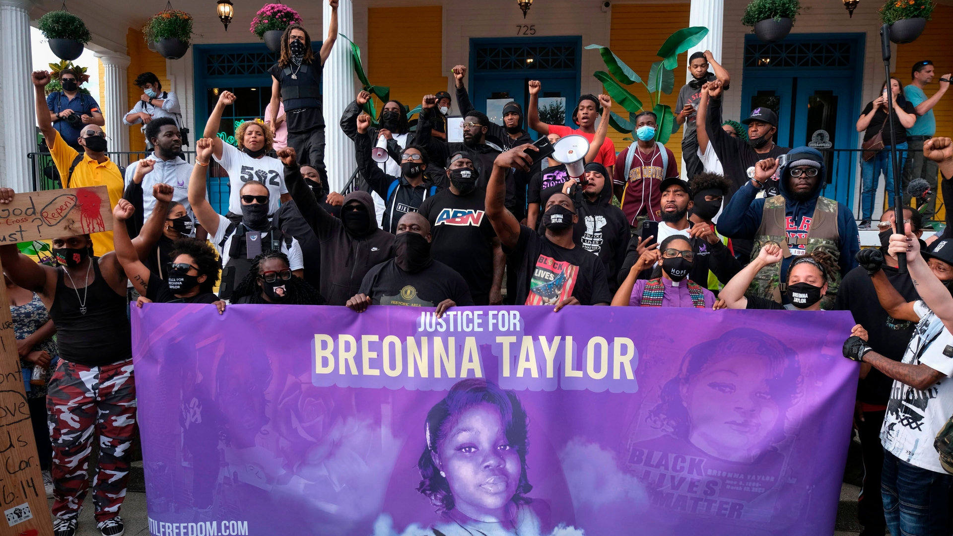 Release Delayed In Breonna Taylor Grand Jury Proceedings After Attorney General Requests Delay The Washington Post
