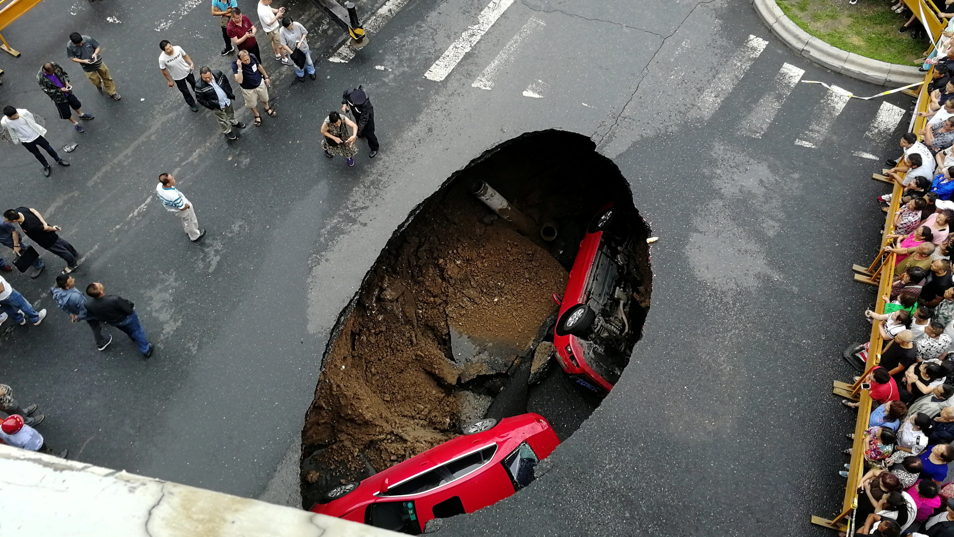 George Washington Parkway's northbound lanes to be closed through the weekend after sinkhole forms