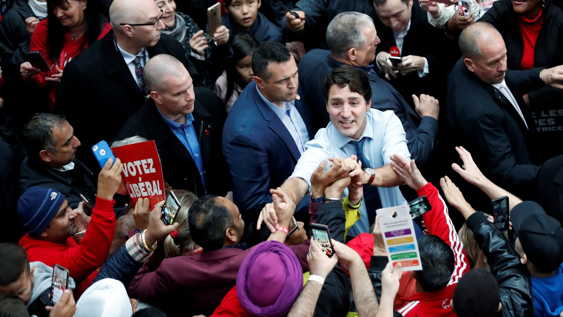 Trudeau and Scheer in tight race as Canadians cast ballots