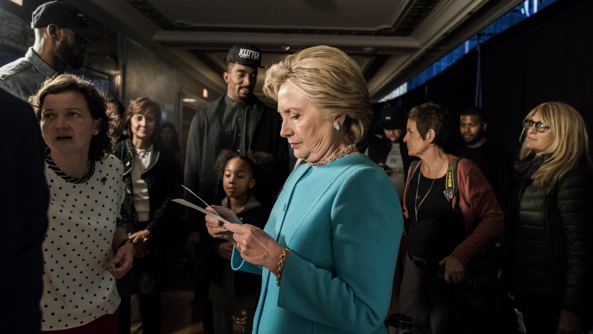 9 days after roiling campaign, FBI says it won't seek charges against Clinton