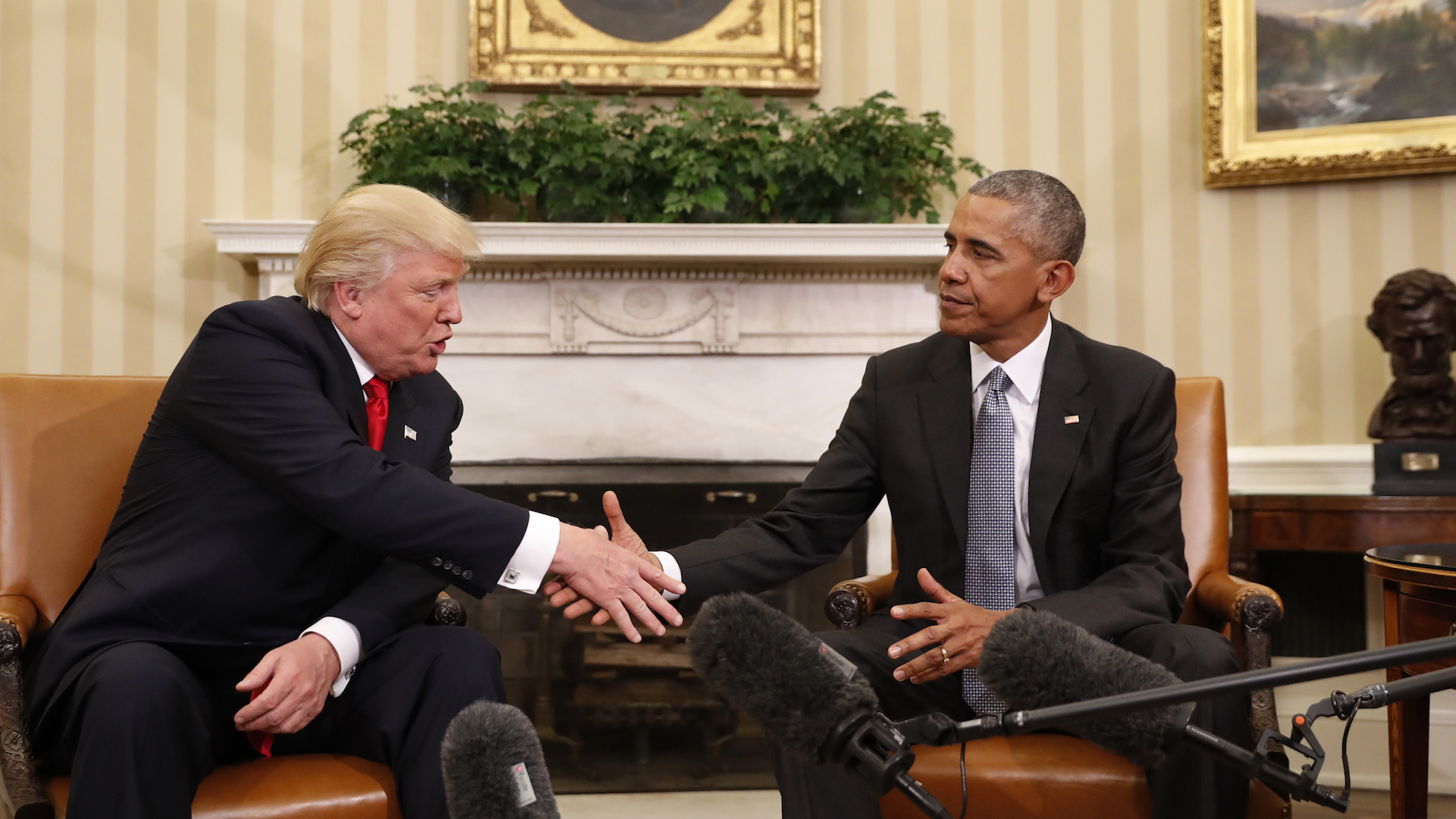 Trump meets with Obama at the White House as whirlwind transition starts