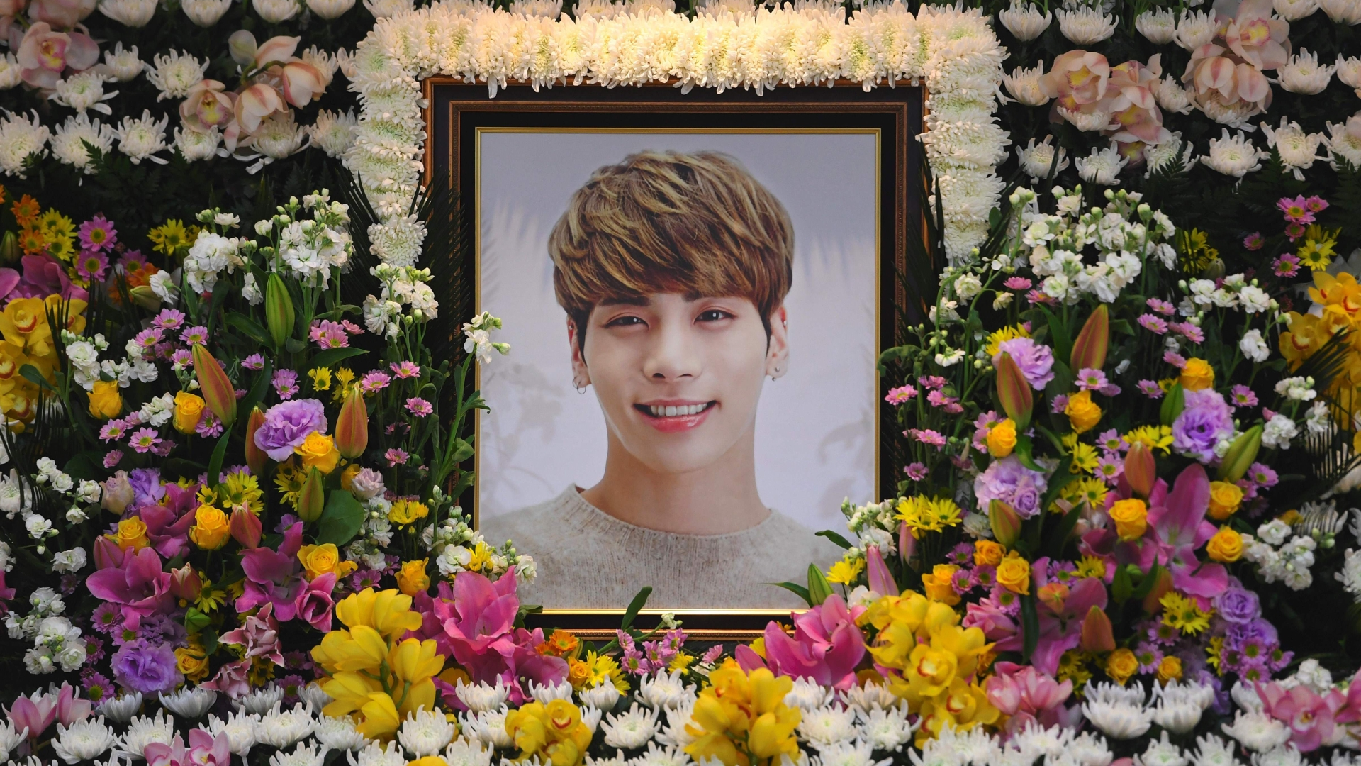 K-pop fans mourn death of SHINee's Jonghyun in apparent suicide