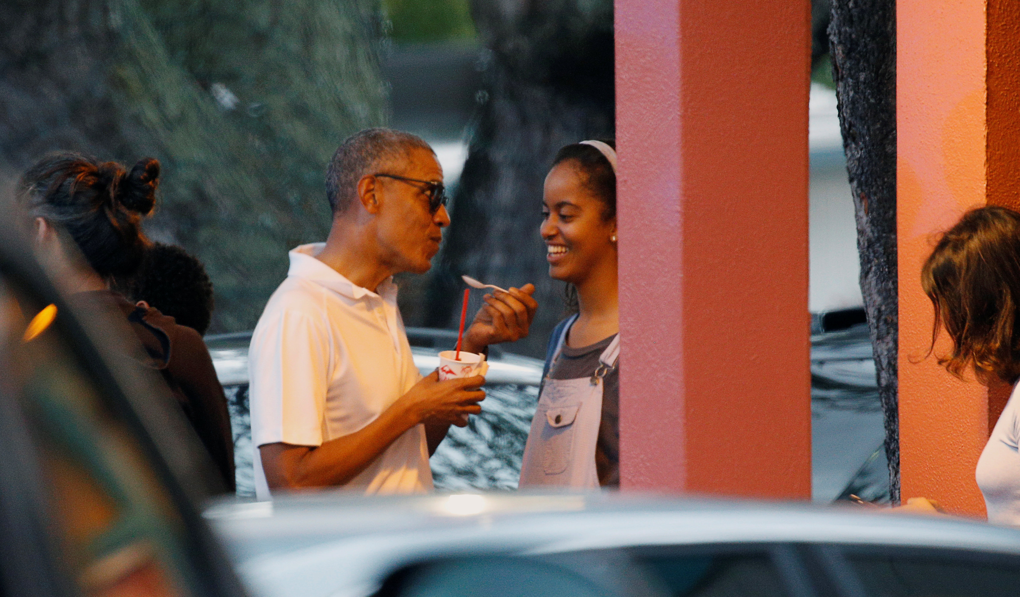 President Obama and family stop for shave ice in Hawaii - The ...