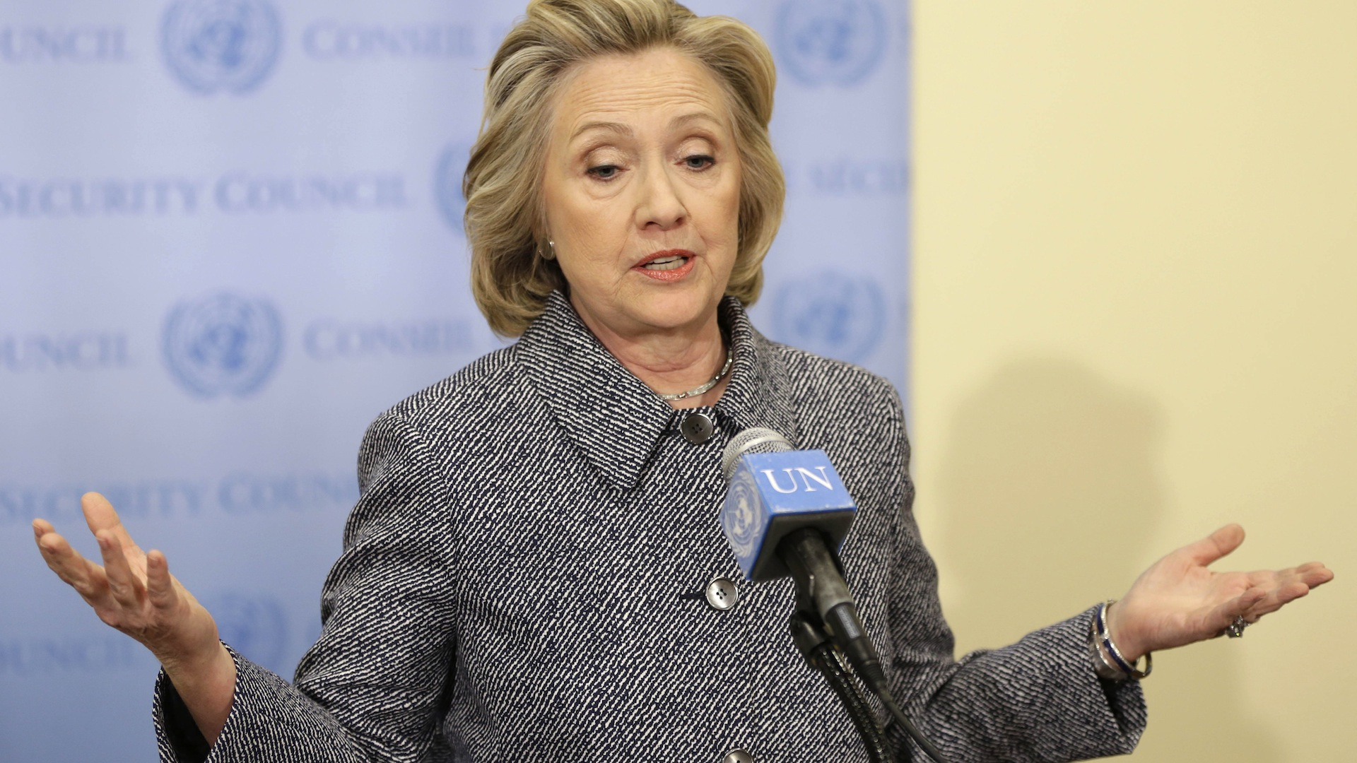 Clinton's team went from nonchalant to nervous over e-mail controversy