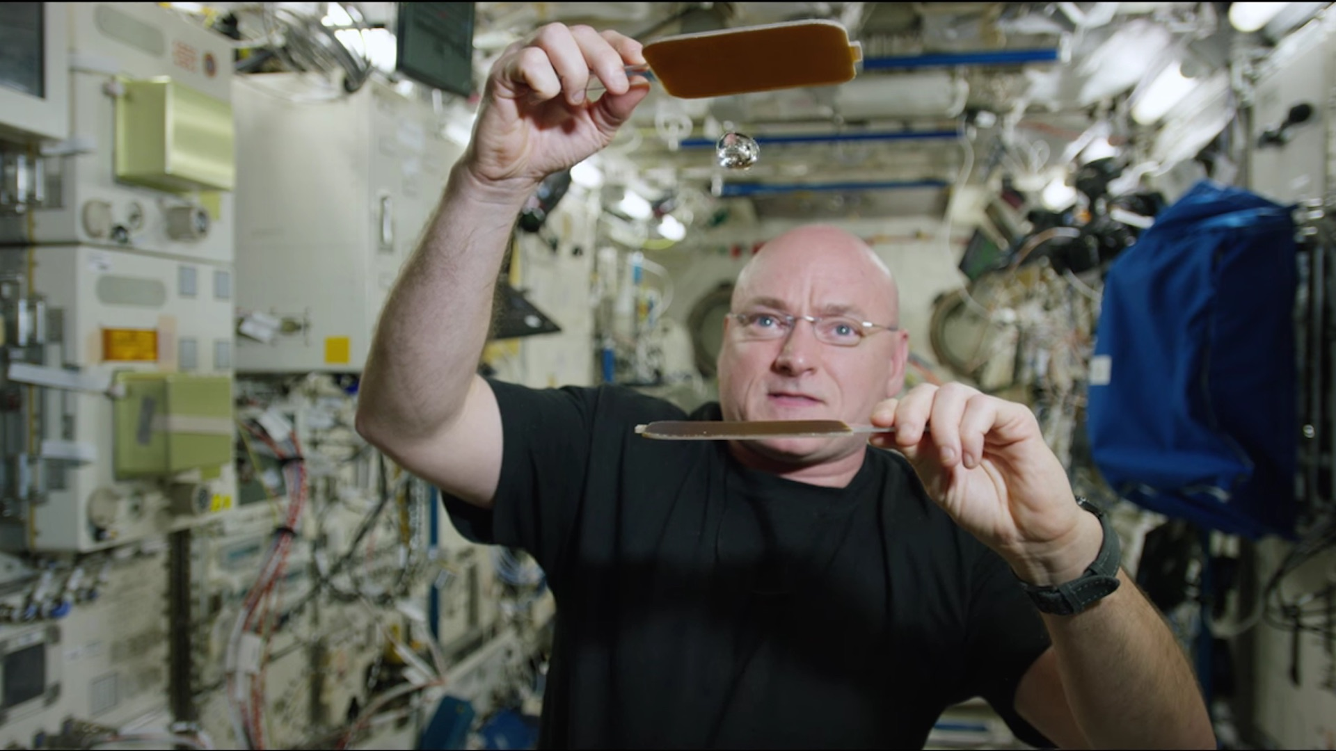 Watch astronaut Scott Kelly play ping pong with a water droplet