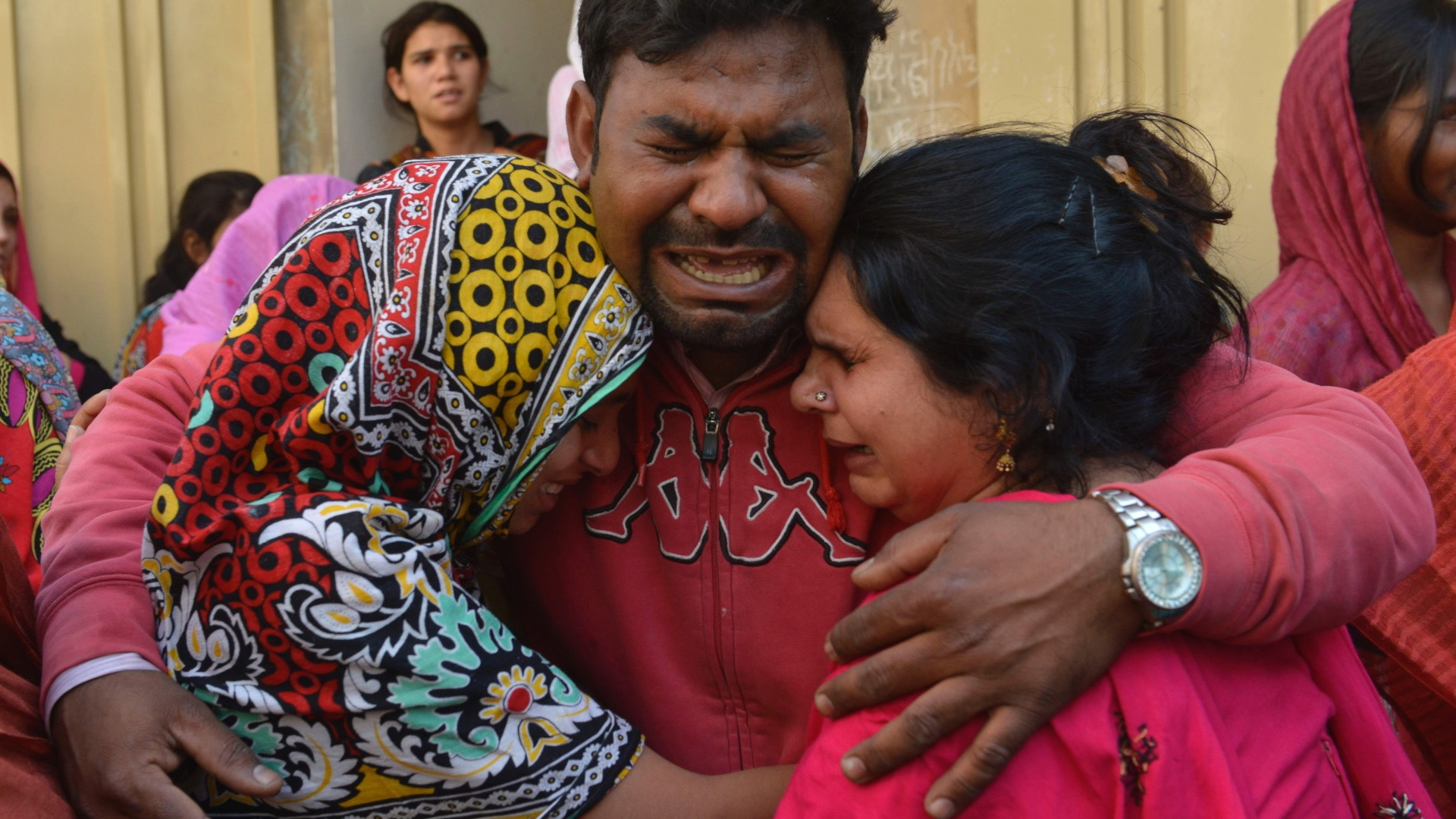 Death toll in Pakistan bombing climbs past 70