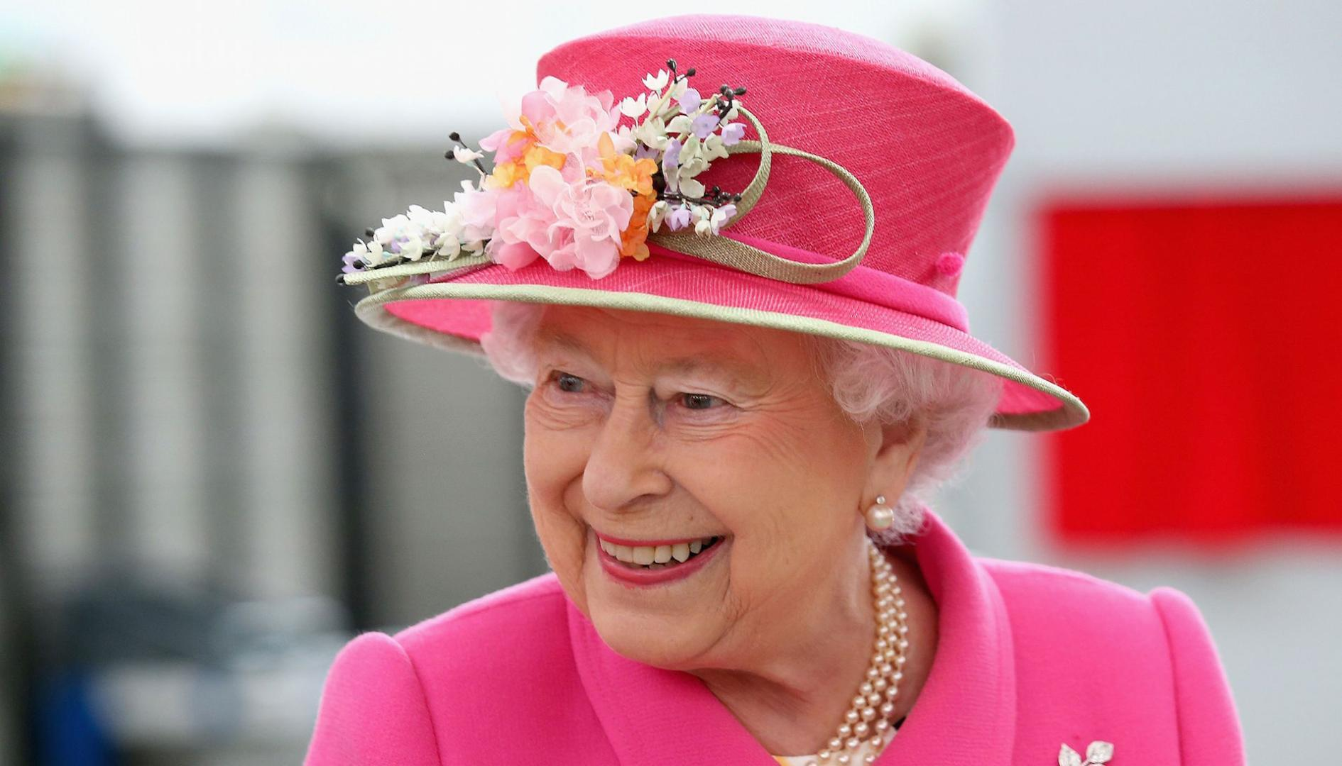 Queen Elizabeth's 90th birthday: Lunch with Obama and 1,000 bonfires