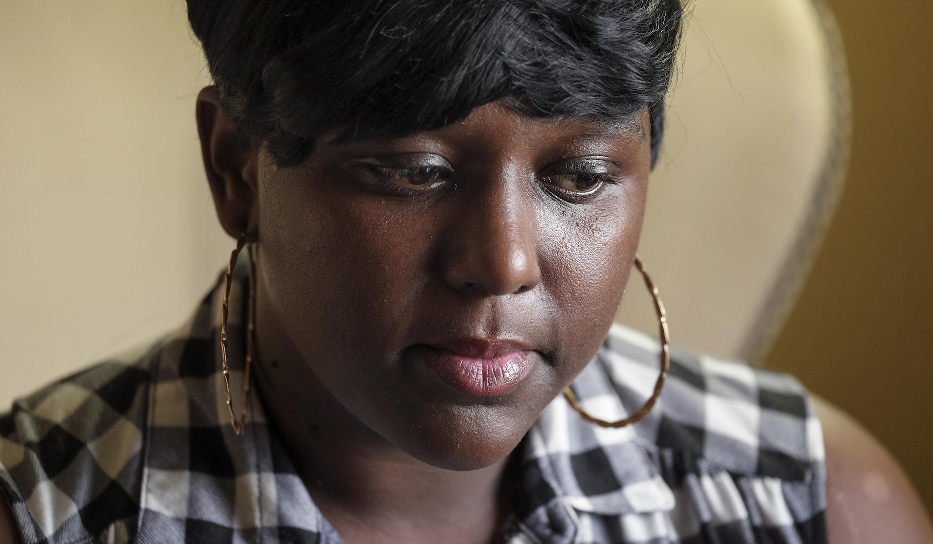 Alton Sterling's relatives weather scrutiny, call for justice