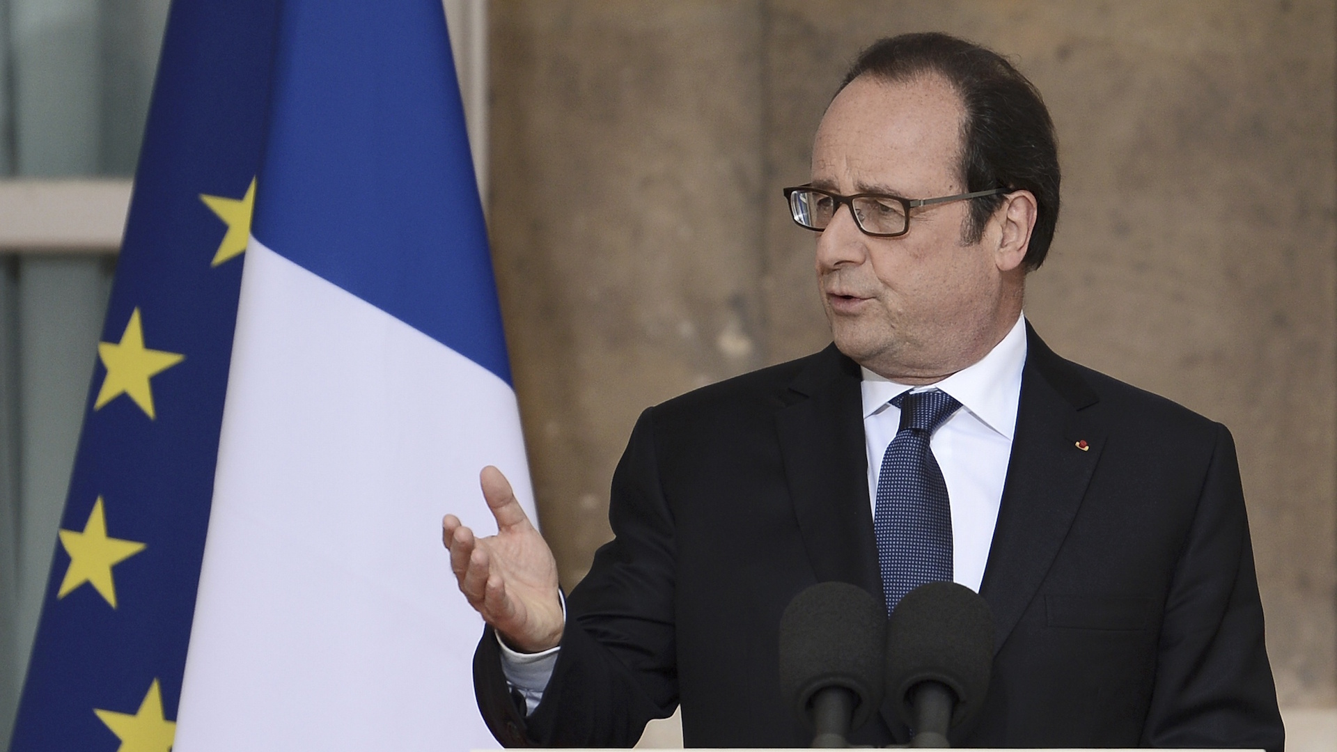 $11,000 per month: That's what the French government pays for President Hollande's haircuts