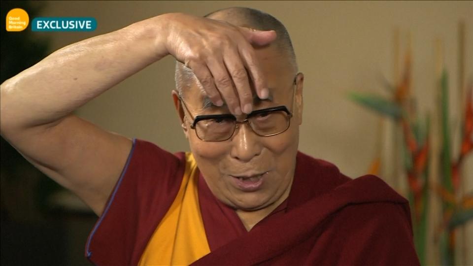 Watch The Dalai Lama Mock The Shape Of Donald Trump S Mouth The Washington Post