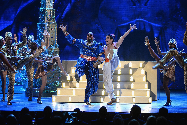 Broadway's 'Aladdin' cast sings tribute to Robin Williams